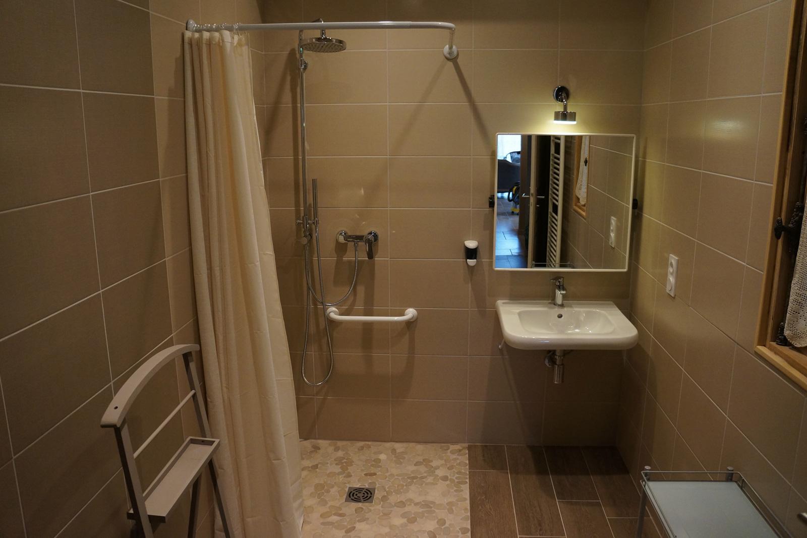 chambre d'hôtes cigognes salle de bain